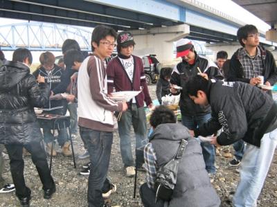 新入社員歓迎バーベキュー大会 (東海工場)
